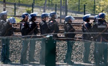 British Transport Boss Says French Military Should Protect UK Drivers From Calais Migrants