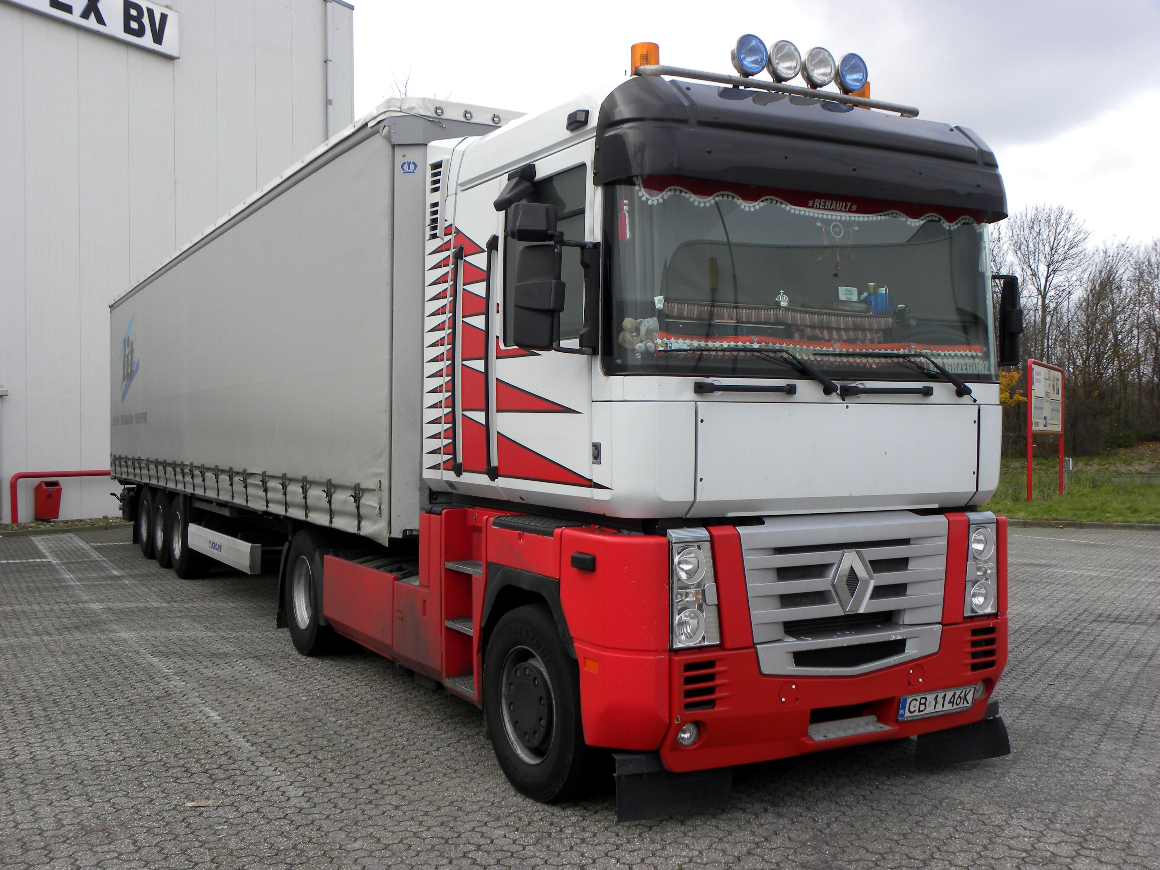 r t mycock sons aqcuire a new renault truck. Black Bedroom Furniture Sets. Home Design Ideas